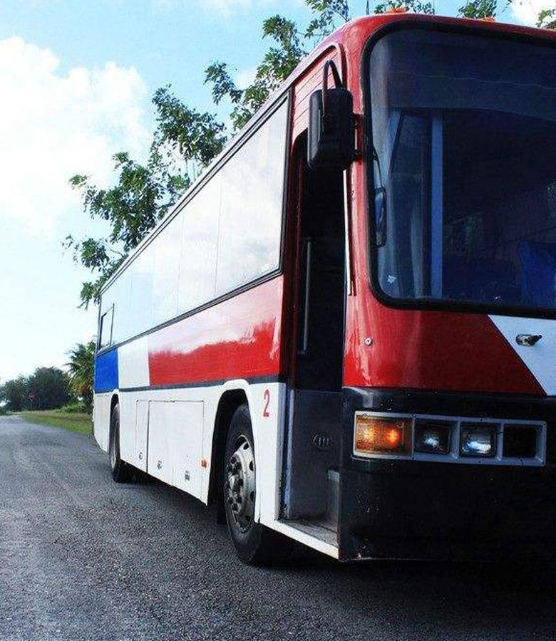 广州班车租赁助力企业提升班车效率,减少员工通勤时间-嘟嘟巴士