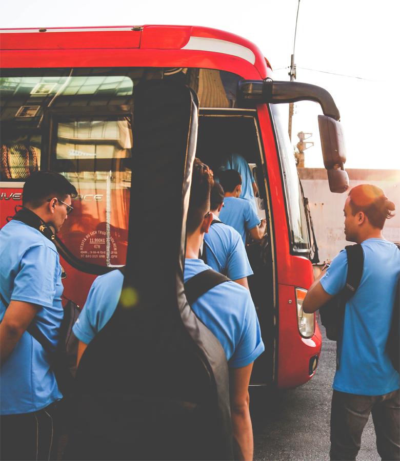 广州新能源班车解读为什么大巴车玻璃都是全封闭的?-嘟嘟巴士