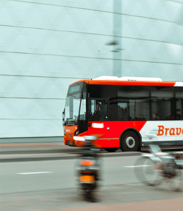企业包车与企业自购用车体验对比-嘟嘟巴士